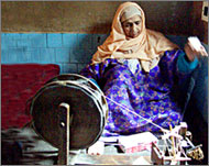 kashmiri handicrafts spinning